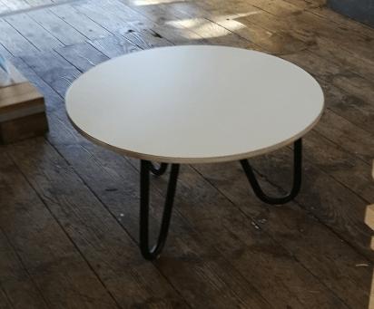 Litet runt bord från Österlen